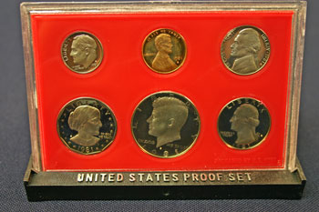 1981 Proof Set standing
